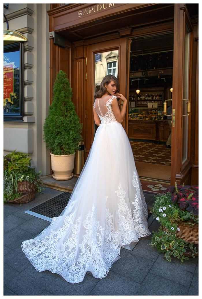 Georgia suknia ślubna z pięknym klasycznym zdobionym trenem